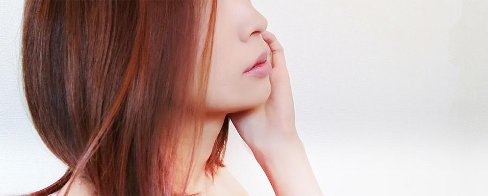 乾燥肌を気にする女性